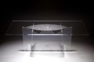 Tavolo completamente in plexiglass