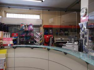 Barriere protettite in Plexiglass per negozi